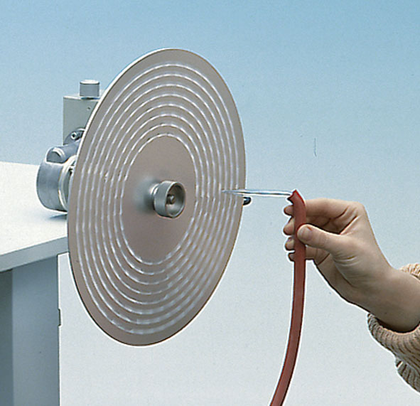 Disc siren with disc holder