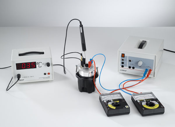 Converting electrical energy into heat energy - Measuring with a voltmeter and an ammeter
