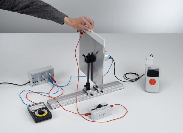 Measuring the electric field strength inside a plate