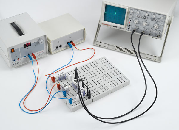 Recording the characteristics of a phototransistor connected as a photodiode