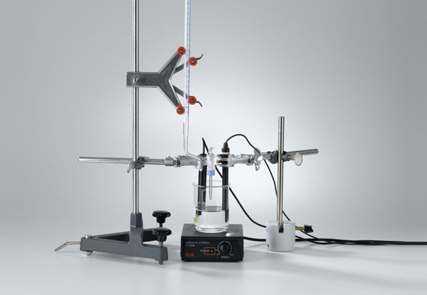 Conductometric titration of a hydrochloric acid solution with pH measurement